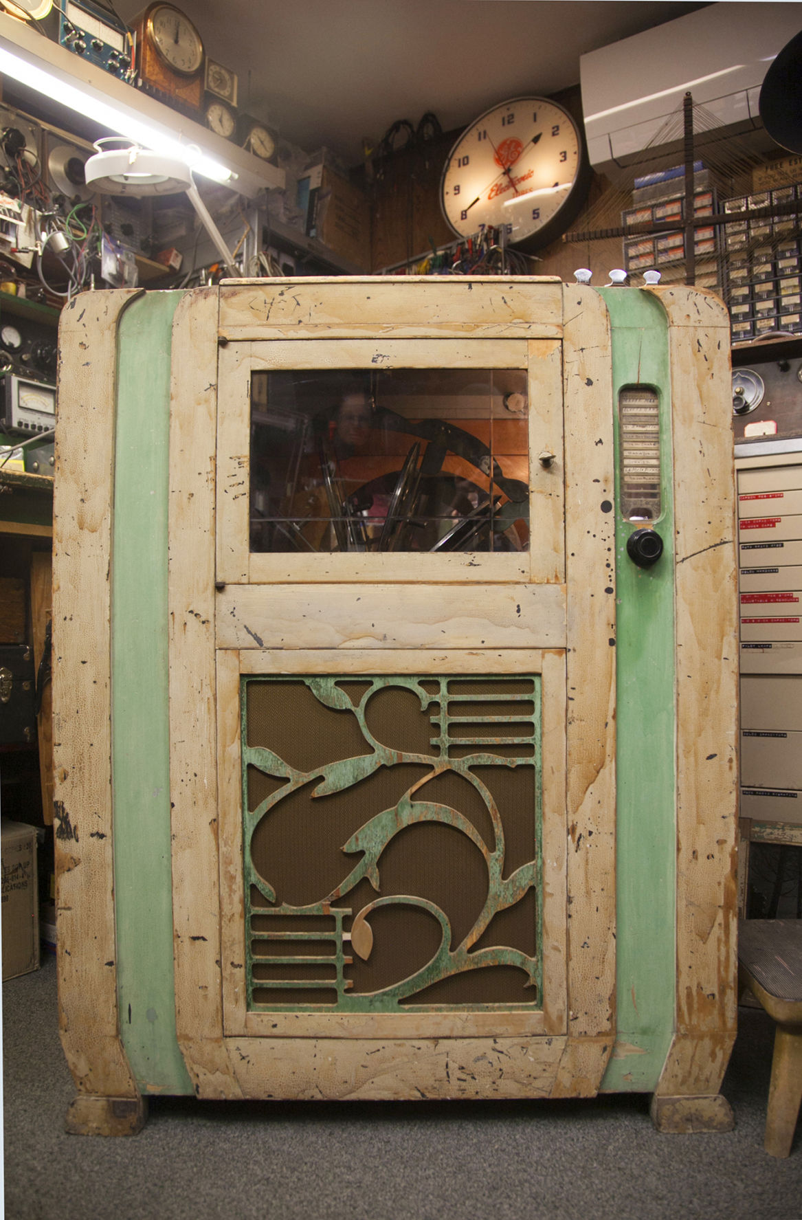 Jukebox hero: The restoration of the Mills Dance Master 880