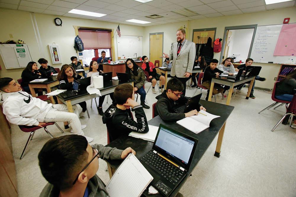 Change in grading teachers dies in New Mexico Legislature