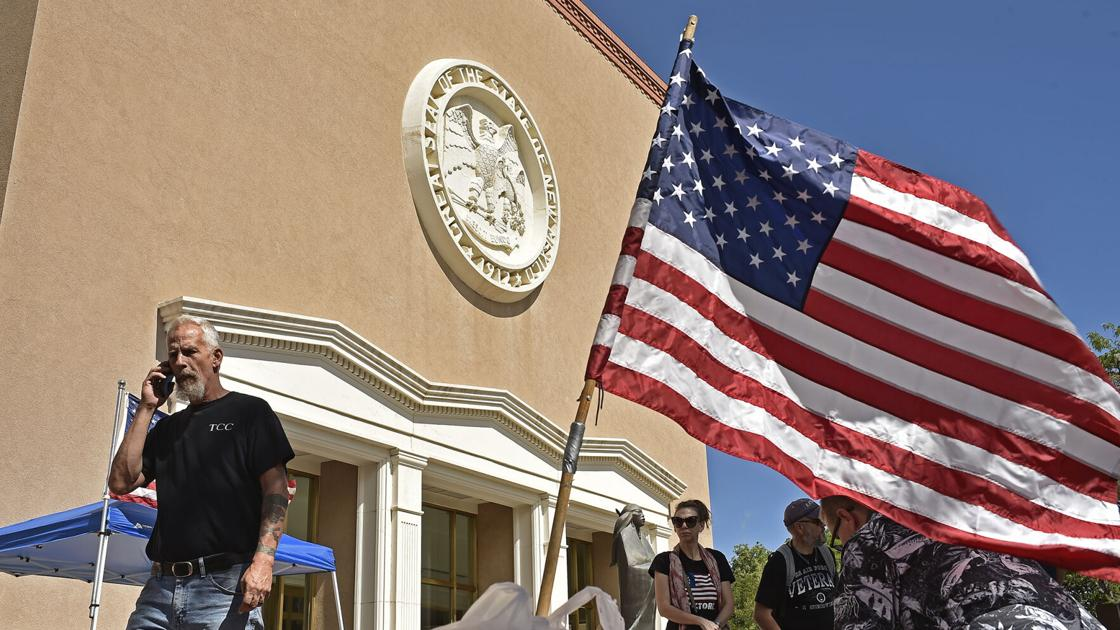Demonstrators Protest New Red Flag Gun Control Law At Roundhouse Local News Santafenewmexican Com