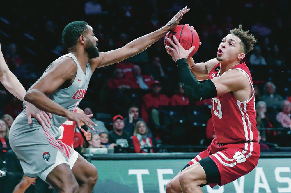 Lobos outlast Badgers in Legends Classic