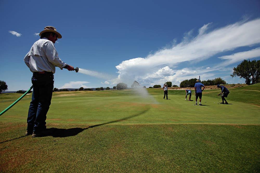 Marty Sanchez Links de Santa Fe weathering dry patches