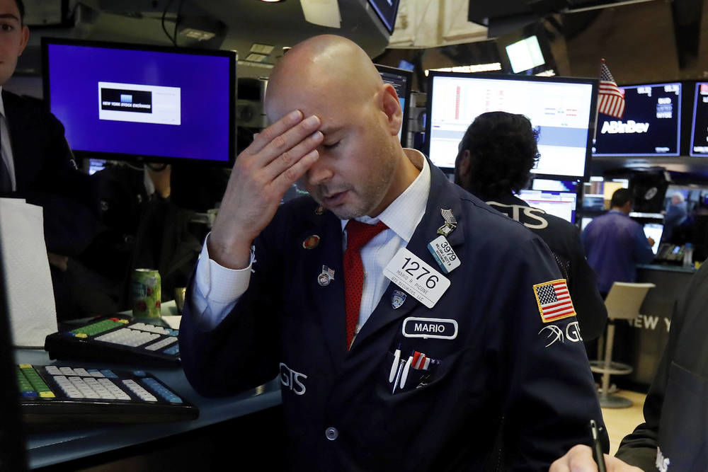Dow slumps 800 points after bonds flash recession warning
