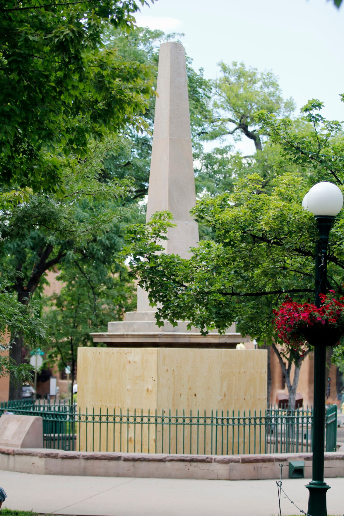 Santa Fe Plaza Obelisk Sheathed In Plywood Poetry Local News Santafenewmexican Com