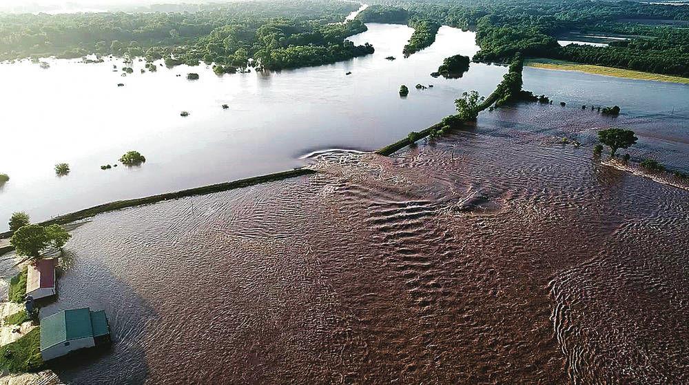 Record floods breach Arkansas levee, overtop 2 in Missouri