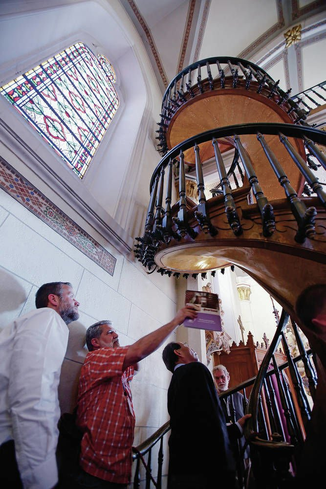 Experts Consider Miracle Stairs In Santa Fe S Loretto Chapel Local News Santafenewmexican Com