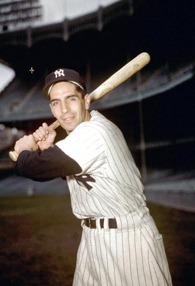 Phil Rizzuto, Yankees Hall of Fame shortstop, dies at 89