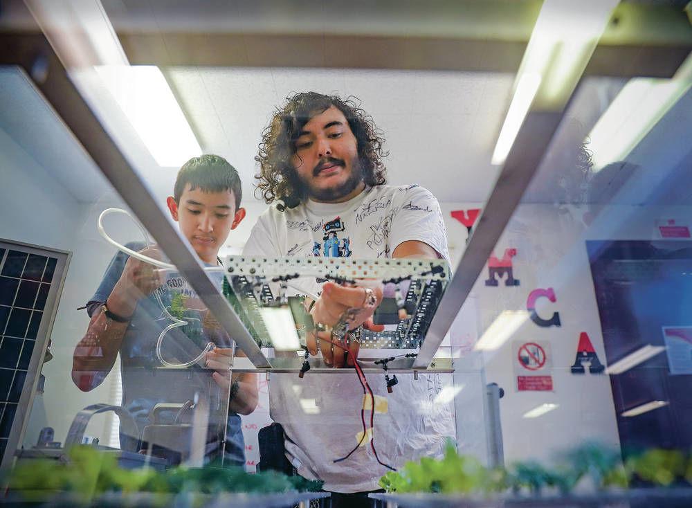 Española teens' robot wins award in China