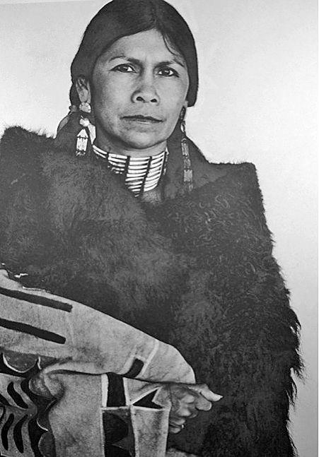 Jeri Ah Be Hill 1934 2015 Indigenous Fashion Aficionado Was A Giant In Honoring Her Native Culture Features Santafenewmexican Com