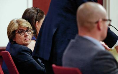 Ex-New Mexico offical again faces multiple felonies