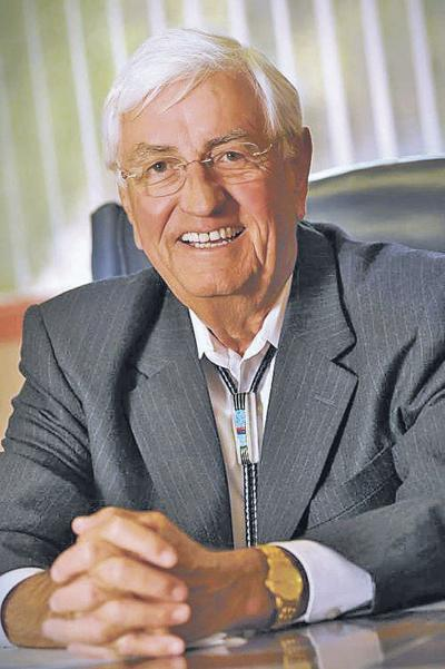 Former Gov. Carruthers named to Ethics Commission