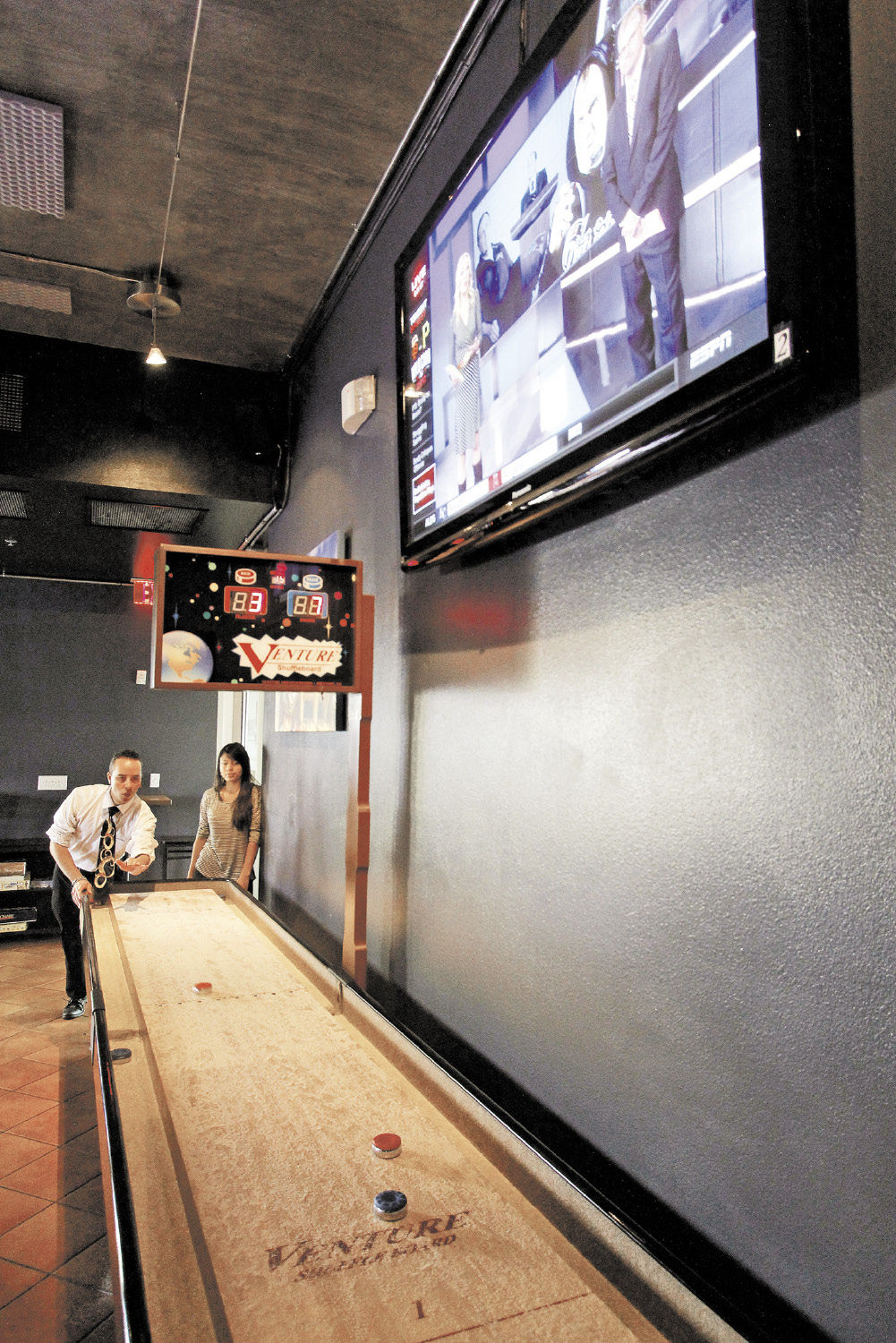 Catching the big game at sports bars | Winterlife 2014