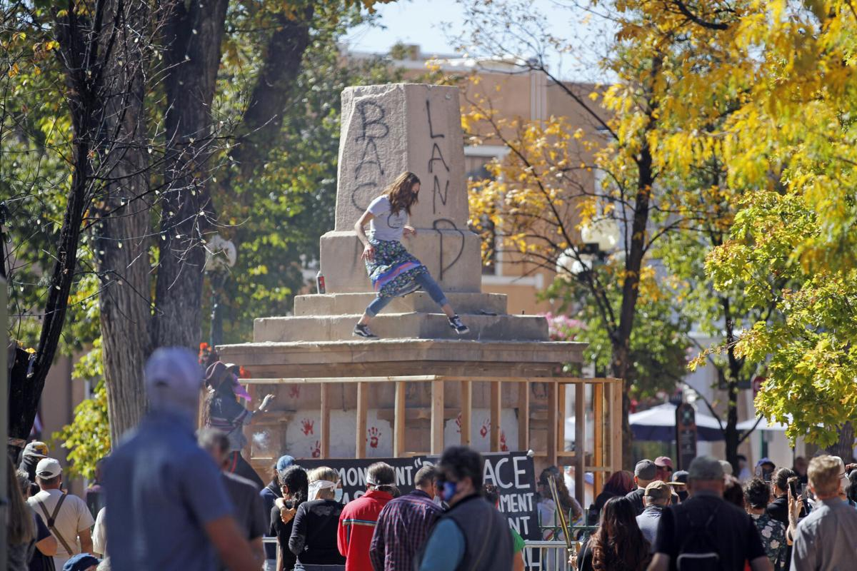Protesters Tear Down Obelisk In Santa Fe Plaza Local News Santafenewmexican Com