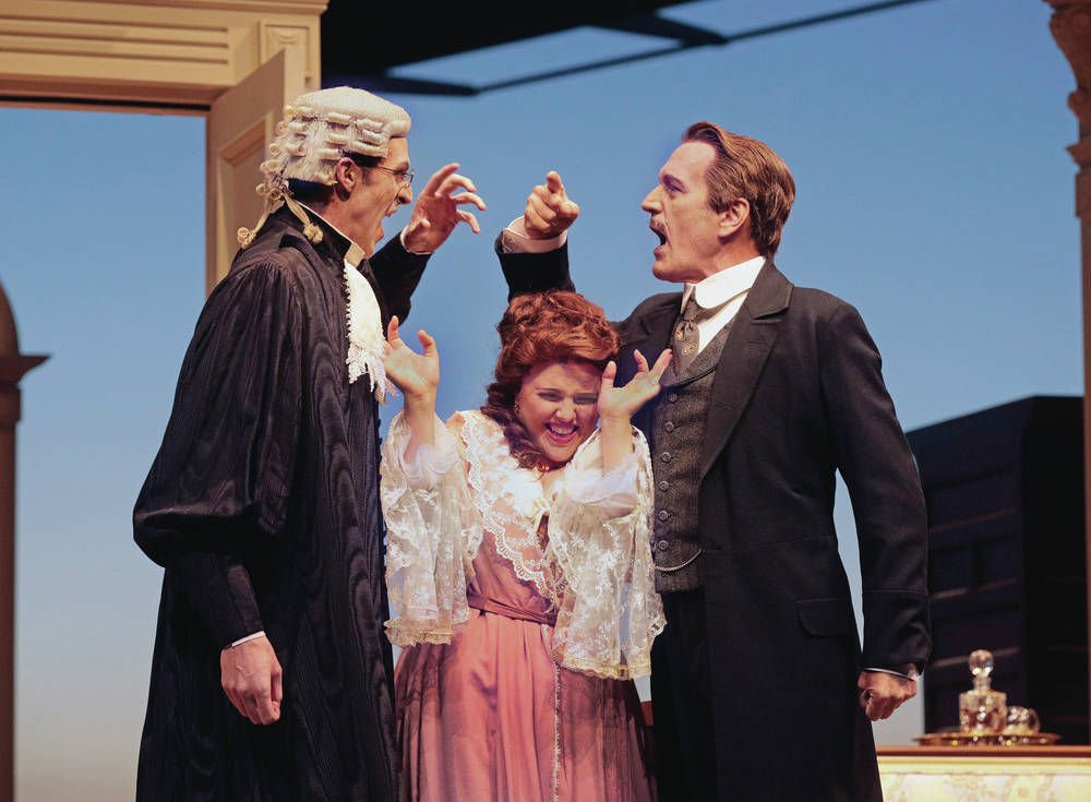 Opera review: 'Die Fledermaus' flies again: Santa Fe Opera opens its season