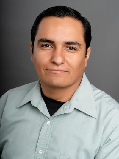 Oscar Garcia_headshot.jpg
