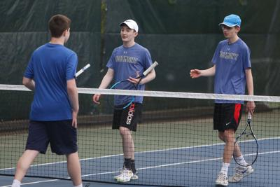 Doubles teams sweep in trio of matches to stay in hunt