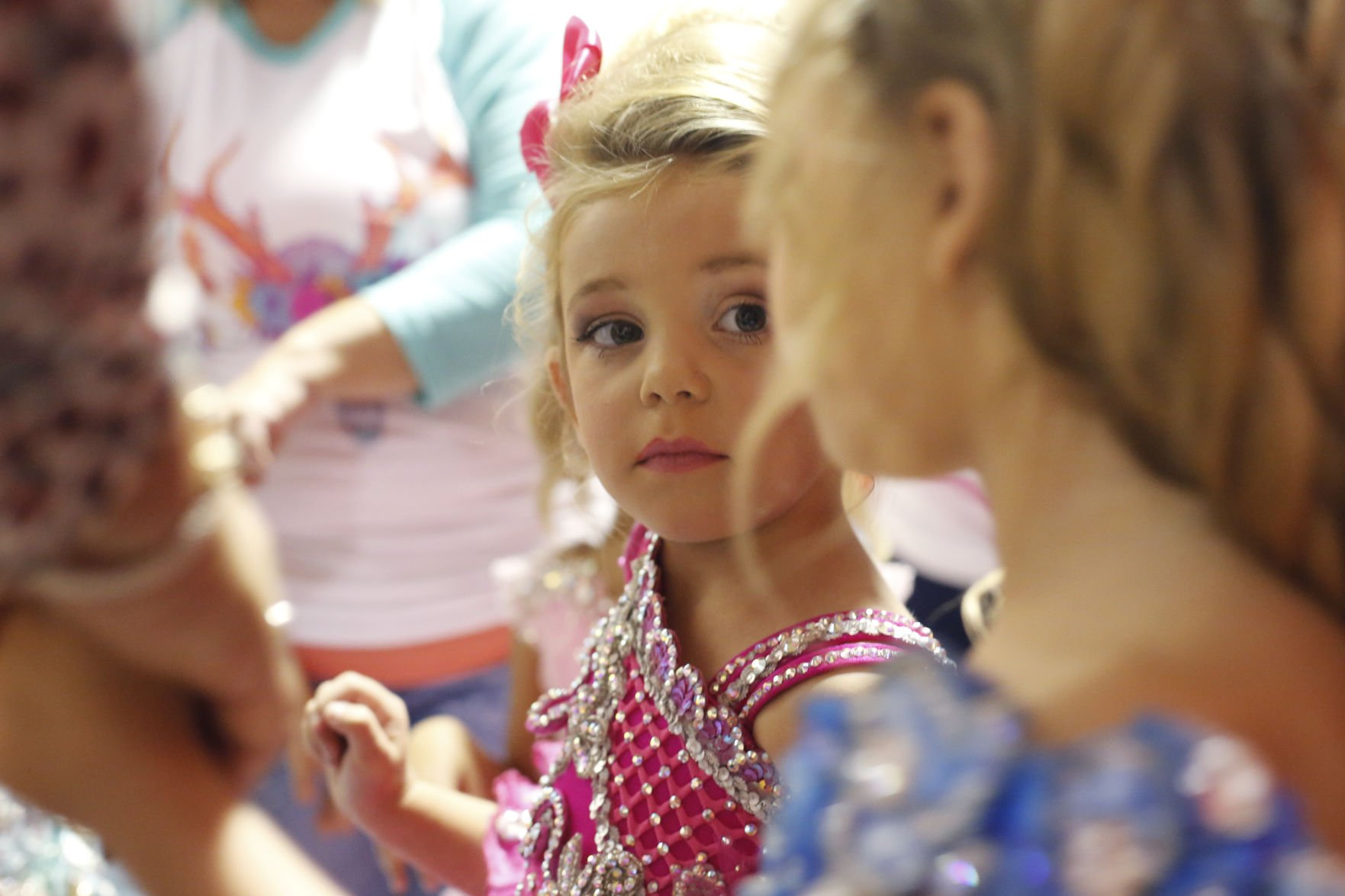 "the moral and psychological issues of child beauty pageants Beauty pageants have negative consequences on america's youth contestants through the pressure to be ""perfect,"" media influences, and child sexualization, which results in exhaustion, eating disorders, and body image issues in their future."