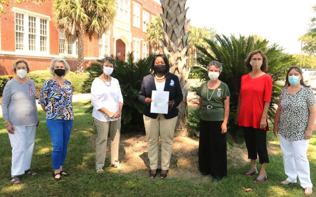 Blue Savannah-Swamp Fox Chapter garners Marion County support for Constitution Week