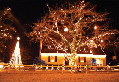 Marion Home Christmas Light Show Becomes Holiday Attraction