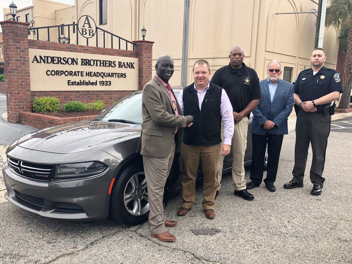 Anderson Brothers Bank donates car to Marion County sheriff's office