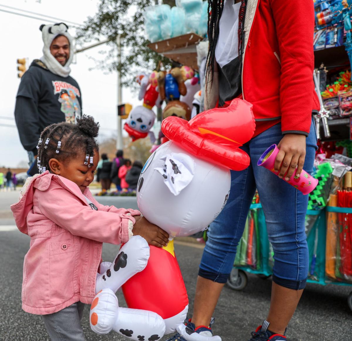 Simpsonville Christmas Parade 2021 Florence Christmas Parade Brings Hundreds Downtown Local News Scnow Com