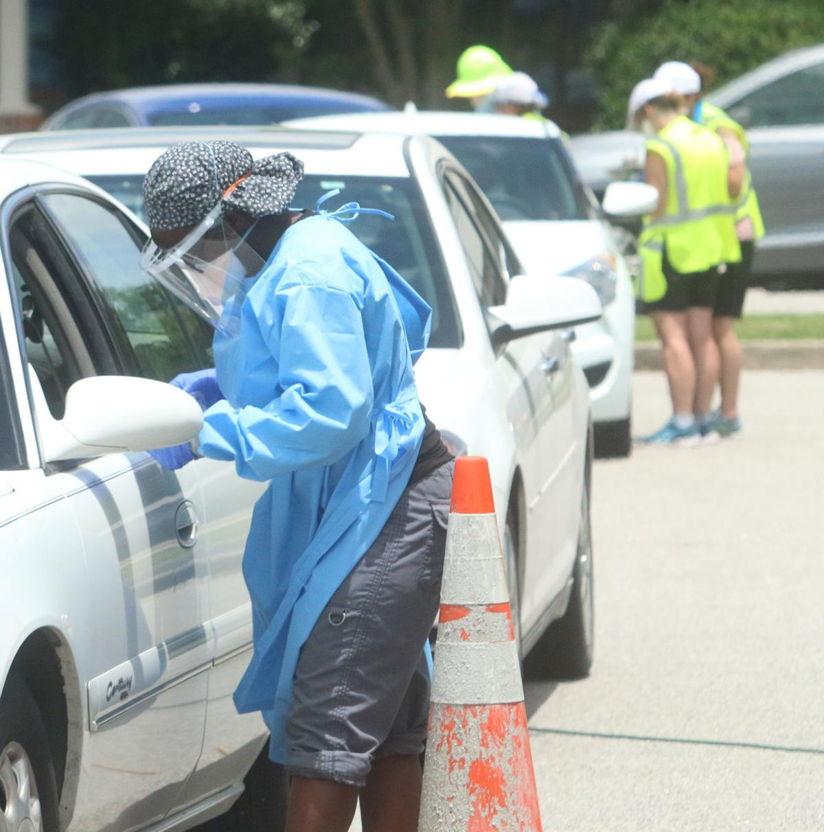 Line of cars take advantage of final day of MUSC Health drive-through testing