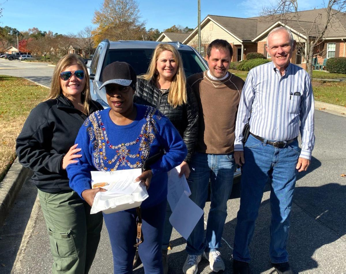 Marion County Sheriff's deputies deliver Thanksgiving meals