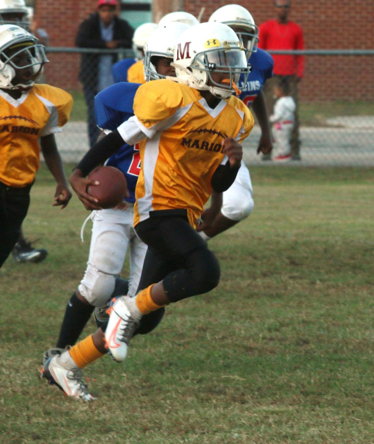 20191016_mse_sports_Marion hosts youth football game action against Mullins_p3