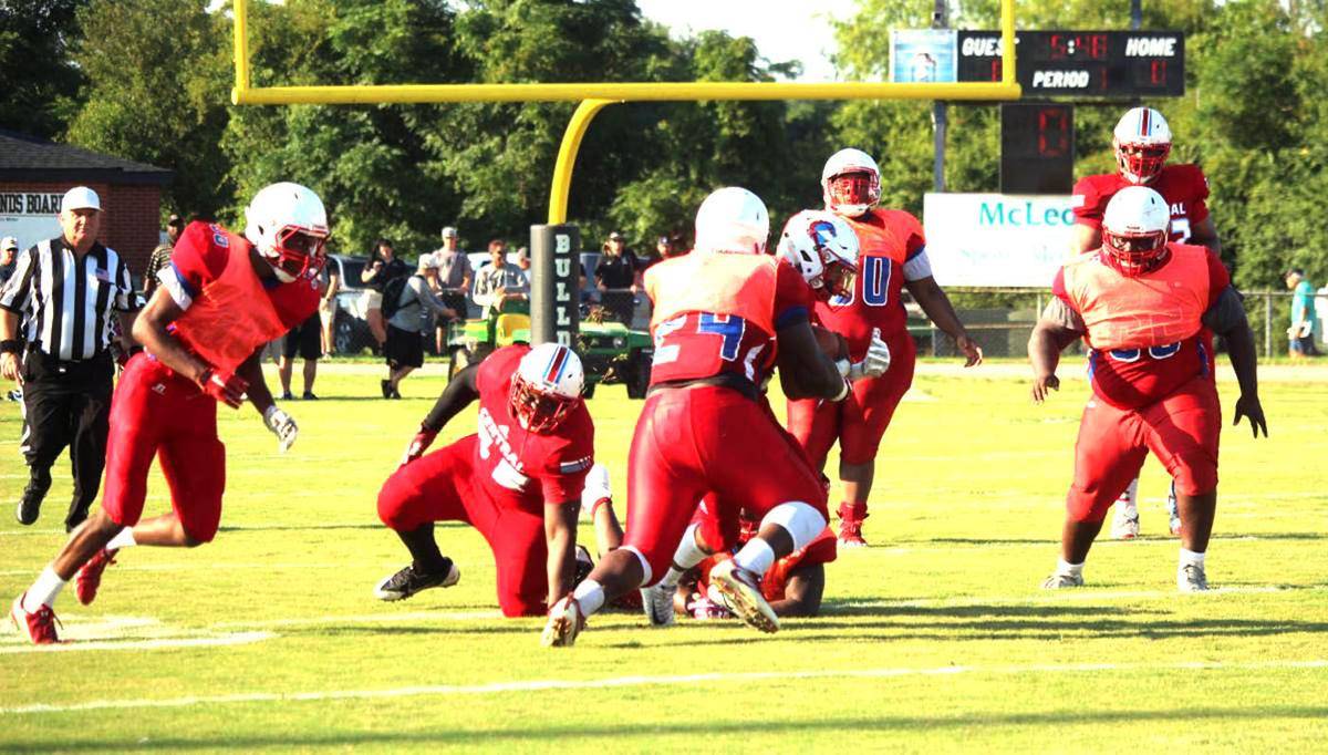 Mullins outscores Central in Dennis Miller Jamboree football classic