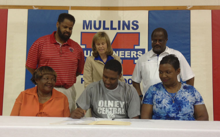 Mullins Basketball S Reaves Announces Olney Central