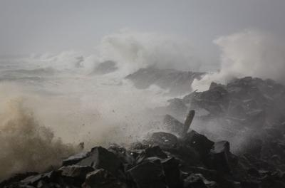 Winds, high surf today; Highway 30 closed at Clatskanie