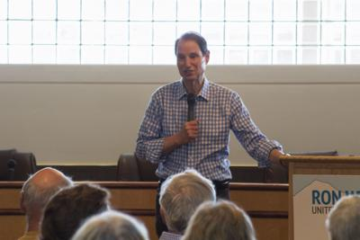 Wyden critiques administration in Seaside Town Hall