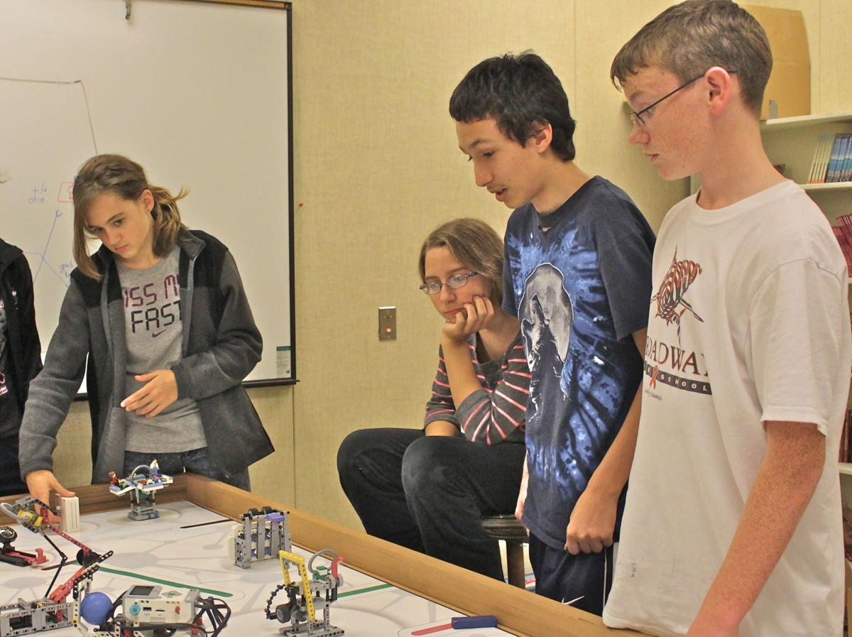 Broadway robotics club prepares for first tournament