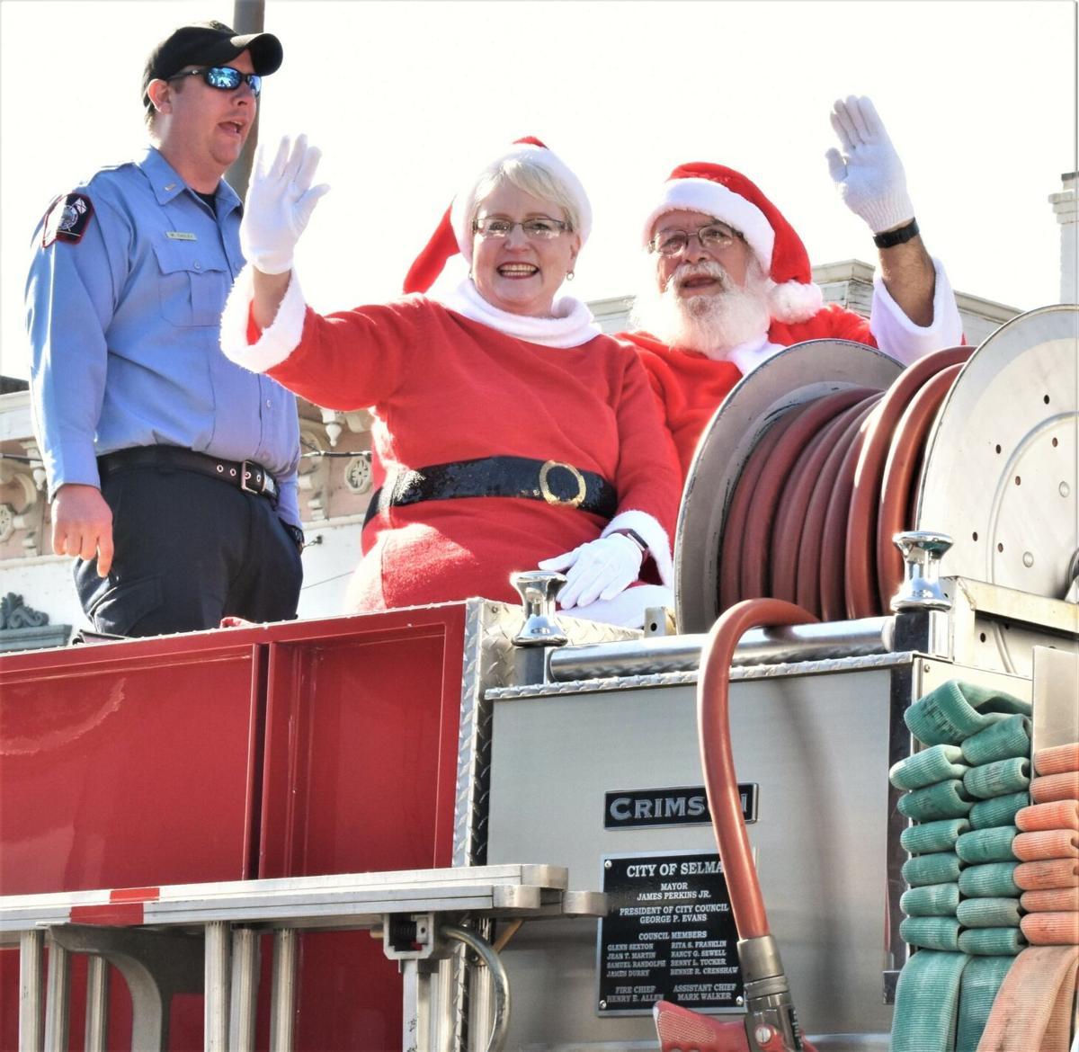 Selma Christmas Parade draws huge crowd | Archives | selmasun.com