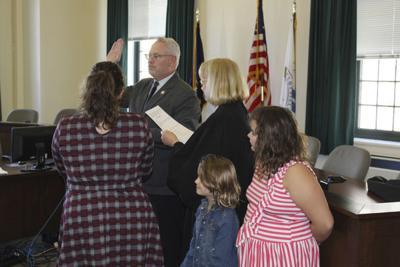 DeBaun's third term as mayor now official