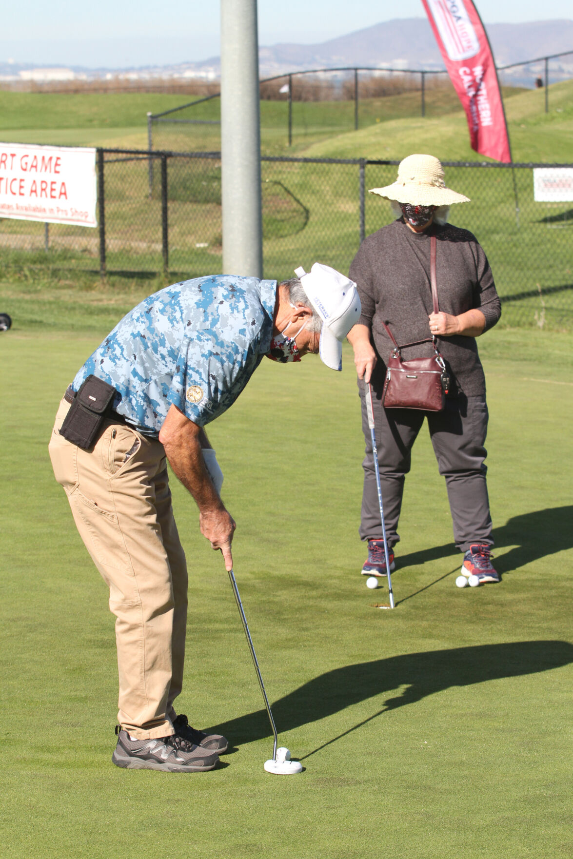 Veterans golf-putting