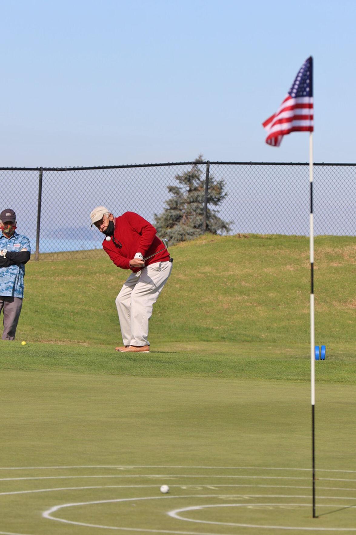 Veterans golf-chipping