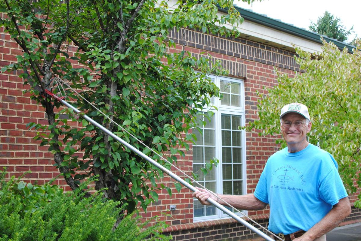 Volunteer lend a hand at Moneta/SML Library