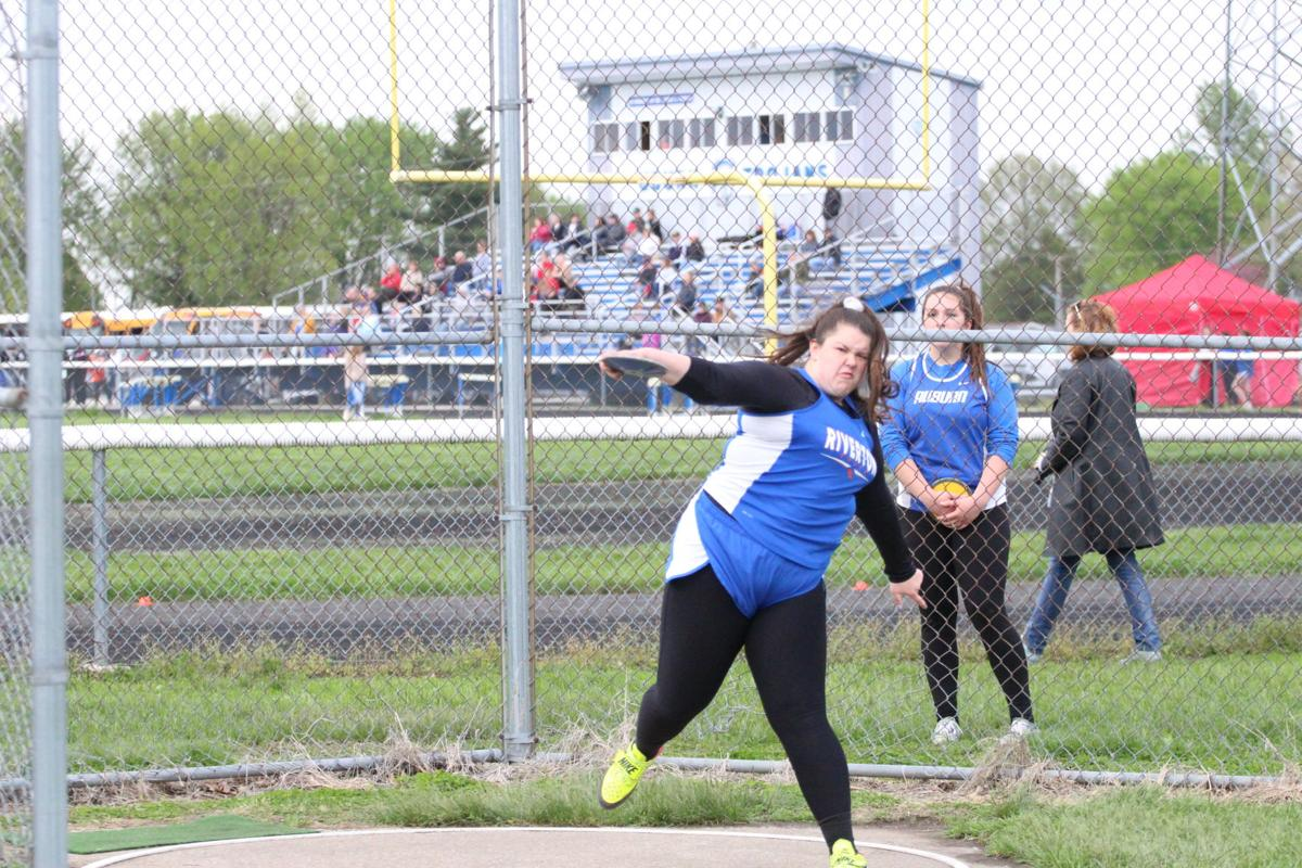 09-rv track caleigh hall discus.jpg