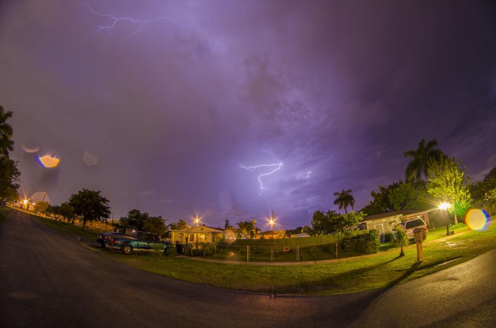 Finger Cloud Lightning