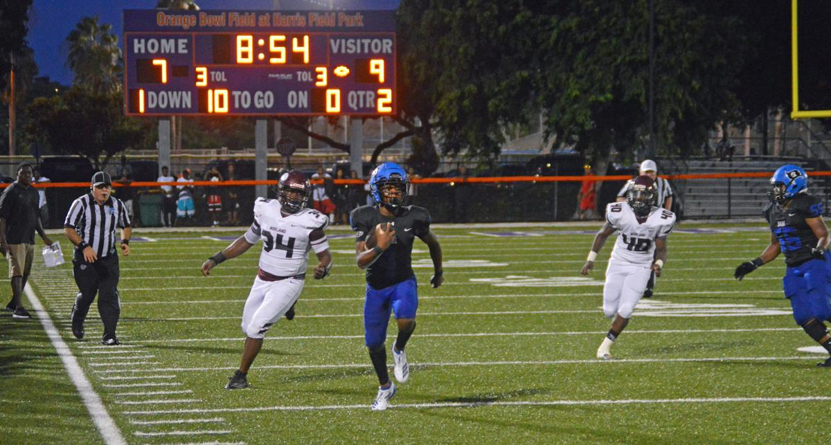 South Dade's Chezzy Mathews runs the ball in the 2nd quarter.