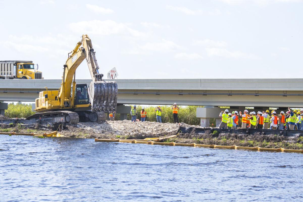 Construction of the 1-mile Tamiami Trail bridge