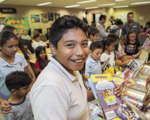 Migrant children receive donation of books
