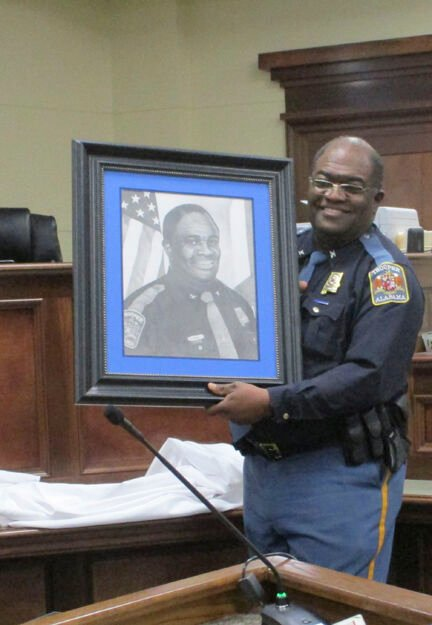 Coffee court officials laud longtime law officer
