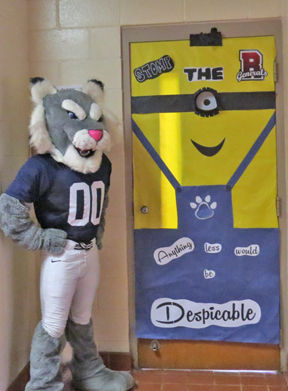 coppinville students decorate doors for ehs homecoming the