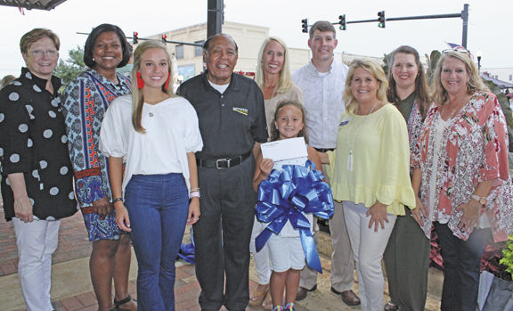 Downtown celebrates school shopping, summer readers