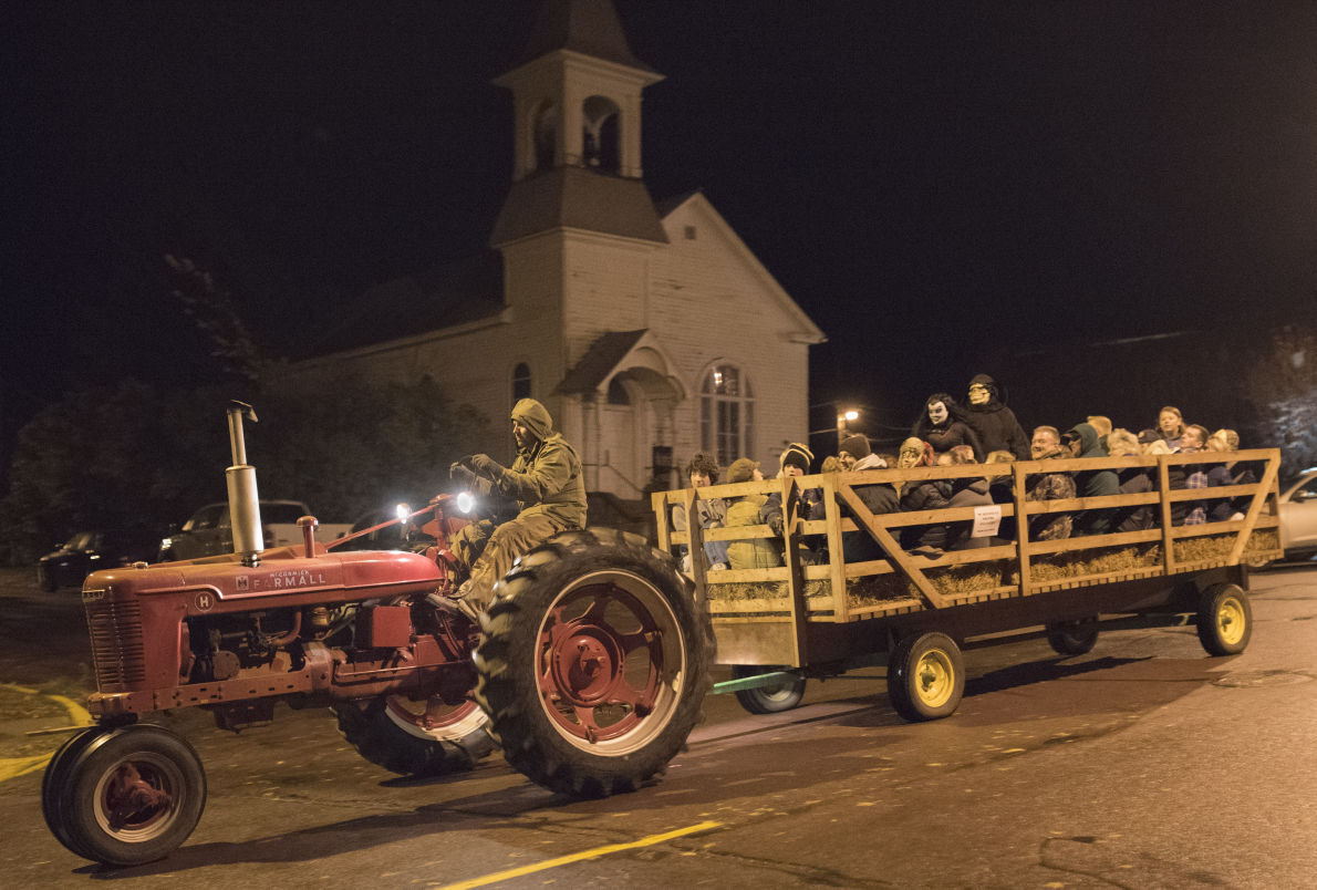 Tractor Pulled Wagon : Cleveland turns spooky for haunted halloween hayride