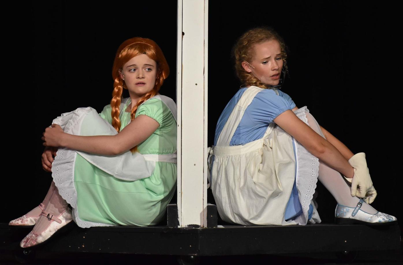 Frozen 1 Elsa and Anna.jpg