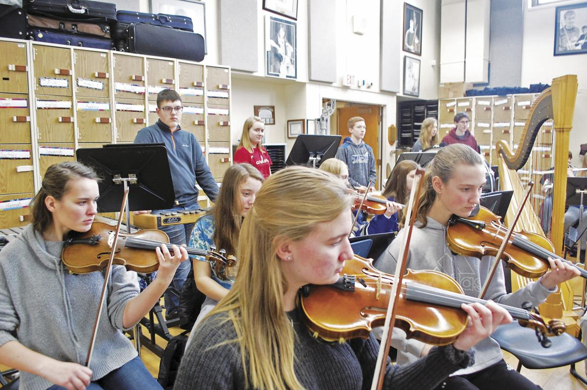 Carolers, choir and orchestra to join forces in public holiday show at Owatonna High School