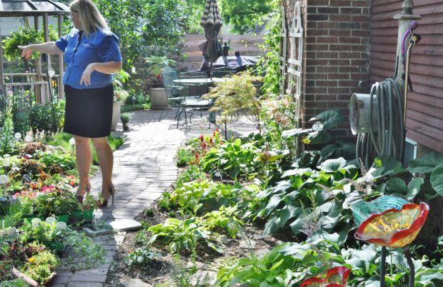 Garden Walk Inn: Stroll Among Flowers And Trees With Waseca's Garden Walk