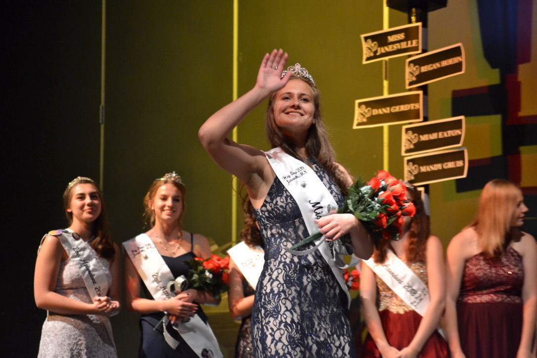 Gruis crowned Miss Janesville at the 59th annual pageant